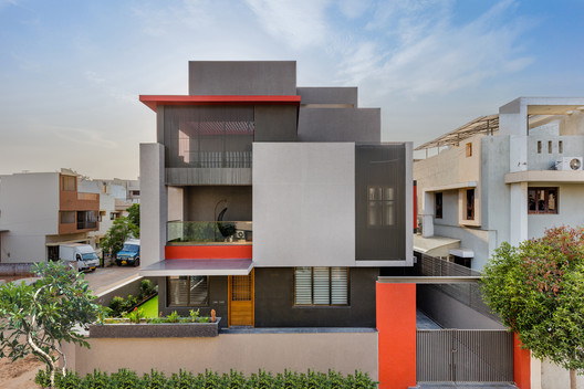 Scarlet House / Ghoricha Associate