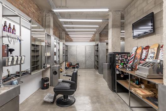 Taller de barbería Sergio Vaz / La casa amarilla arquitectura