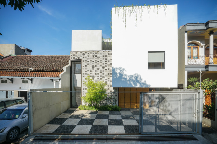 Fitted House / Bahtera Associates, © Pandji Adidjojo