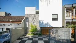Fitted House / Bahtera Associates