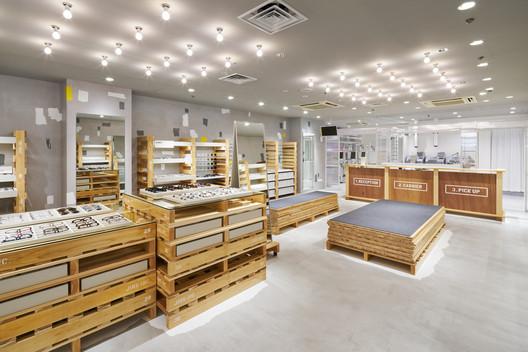 JINS Tokyu Hands Ikebukuro Store / Fumiko Takahama Architects