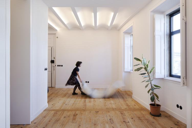 Alcantara Apartment / Studio Gameiro, © Tiago Casanova