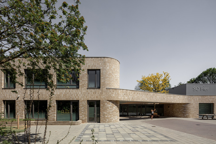 SO Fier School  / EVA architecten, © Sebastian van Damme