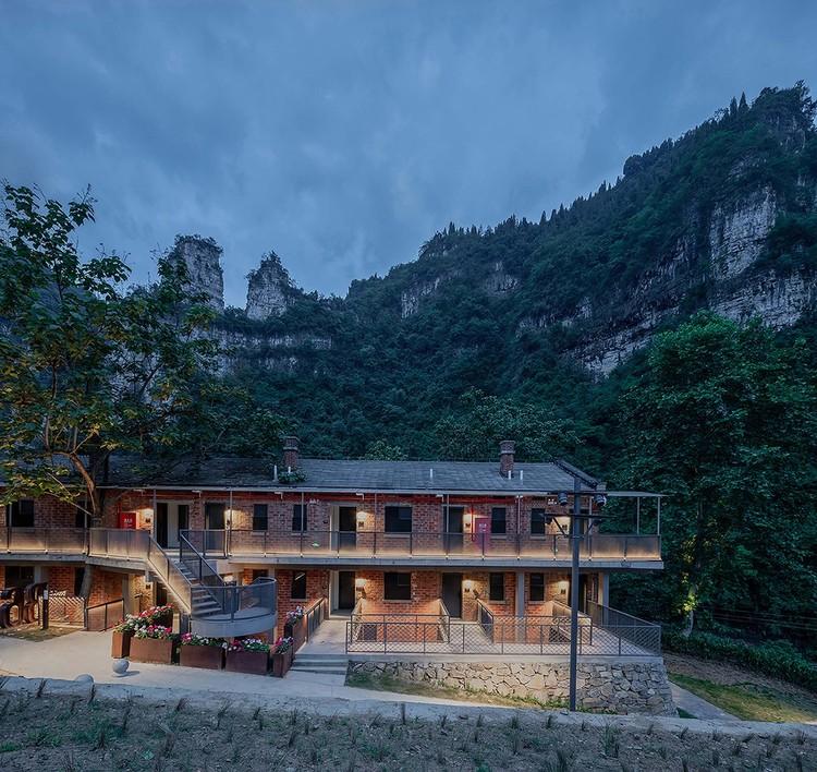 Gästezimmer auf der Westseite und neu gebaute Flure. Bild © Yilong Zhao