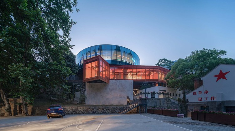 Renovation of the 809 Arsenal Relics – Hotel / 3andwich Design / He Wei Studio, New-built lobby, circular exhibition gallery and orange passage to breakfast field. Image © Yilong Zhao