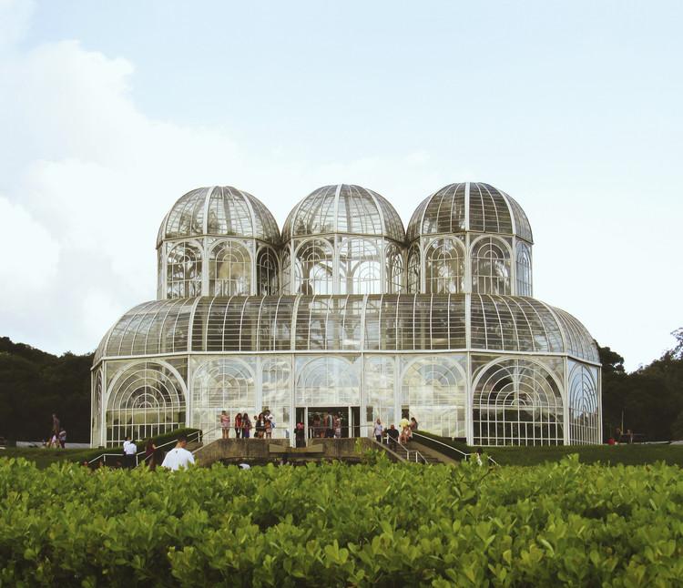 Arquitectura para plantas: Invernaderos y espacios de cultivo en Latinoamérica, Invernadero del Jardín Botánico Fanchette Rischbieter . Image © Bruno Adamo [Unsplash] bajo Unsplash license