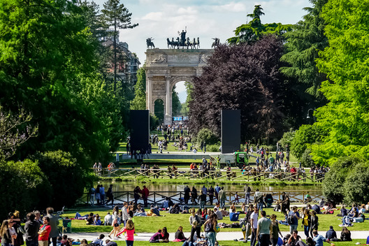Porta Sempione triumphal arch in Sempione Park in Milan. Image via Shutterstock/ By NYC Russ