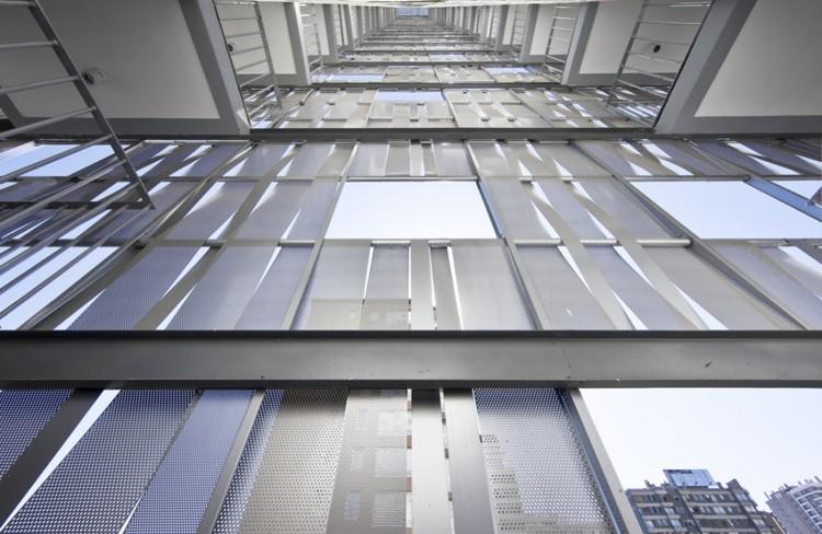 Edificio Gen / Felipe Assadi + Francisca Pulido. Image © Sergio Pirrone