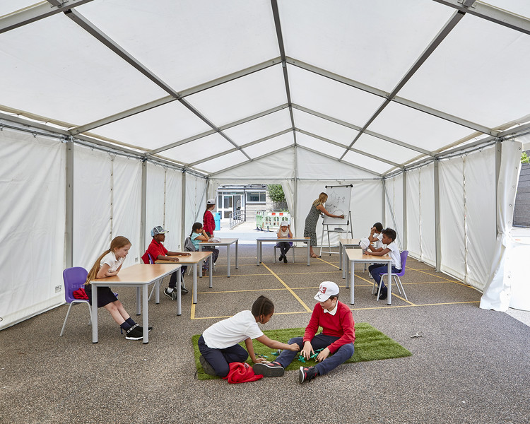 Curl la Tourelle Head Builds First Socially Distanced Tent for a London Primary School, Pop-up tent concept trialled at Manorfield Primary School, London. Image © Kilian O'Sullivan
