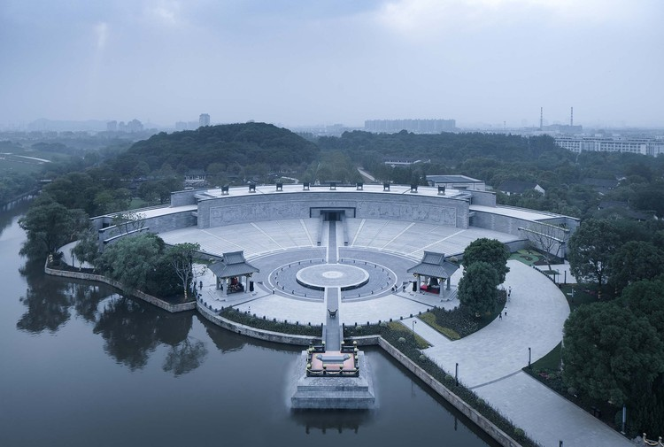 Jiyu Square Reconstruction / UAD - ACRC, The Jiyu Square After Renovation (Overlooking from the Hall of Fruition). Image © Qiang Zhao