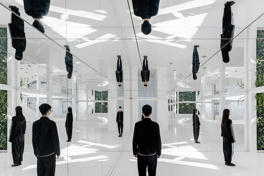 Mirror Garden / ARCHSTUDIO. Image © Ning Wang