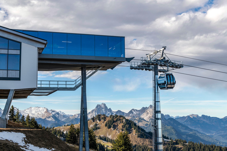 High Visibility: Glas Marte, On the summit: the first cable car with a real glass facade allows for some very special perspectives. Image Courtesy of Doppelmayr/Garaventa