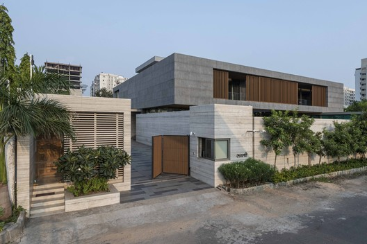 H-House / Co.lab Design Studio
