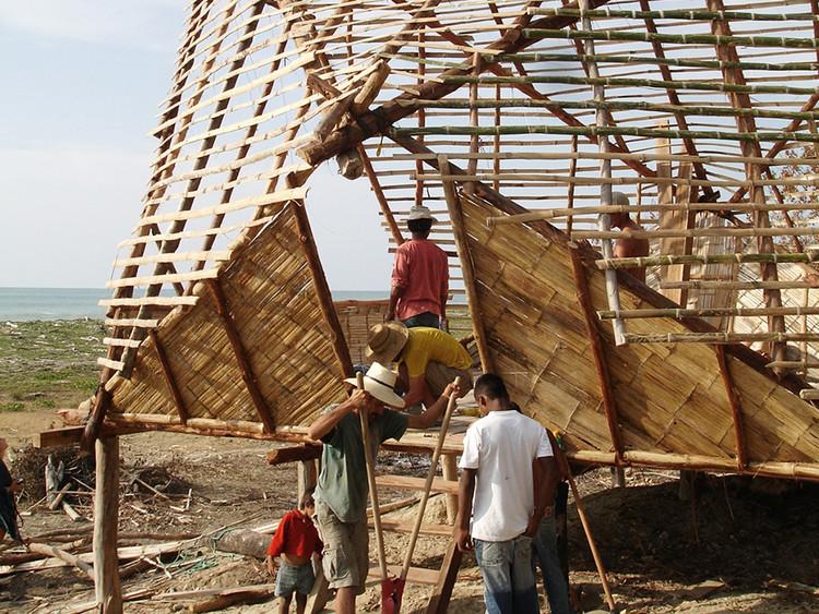 El bambú en Ecuador: proyectos contemporáneos construidos en caña, Escuela Nueva Esperanza / al bordE. Image © Pascual Gangotena