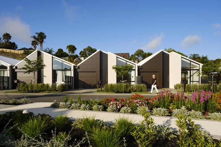 Metlifecare Gulf Rise Retirement Homes  / Warren and Mahoney, © Jason Mann