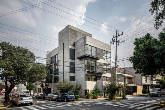 Edificio I93 / Wolff - Yapur