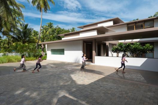 Casa de vacaciones en Kerala / LIJO RENY architects