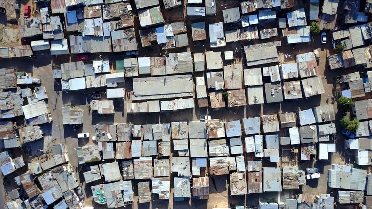 Espacio público en asentamientos informales: una construcción colectiva del espacio social, © GLF Media