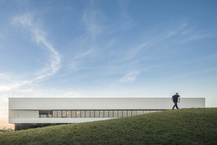 A DUE Headquarters / Iotti + Pavarani Architetti, © Fernando Guerra   FG+SG fotografia de arquitectura