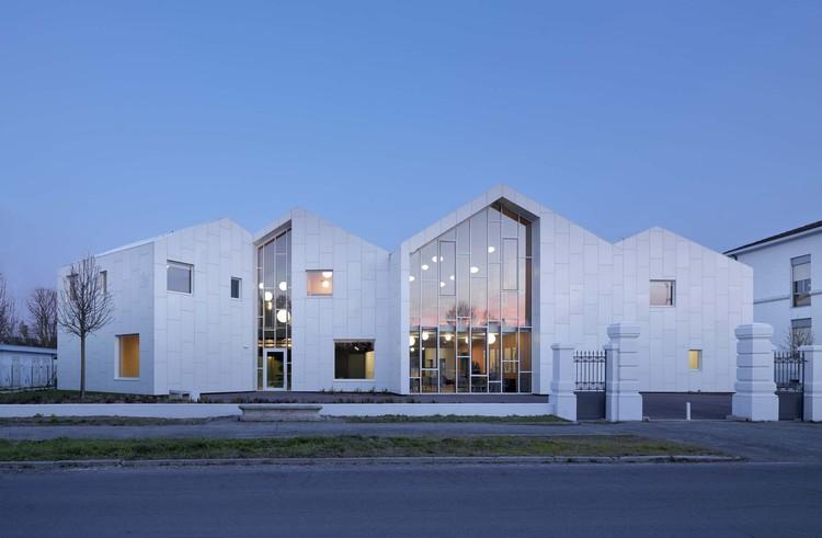 Workshop Ricostruzione - The Social Health Center / Mario Cucinella Architects, main facade. Image © Daniele Domenicali