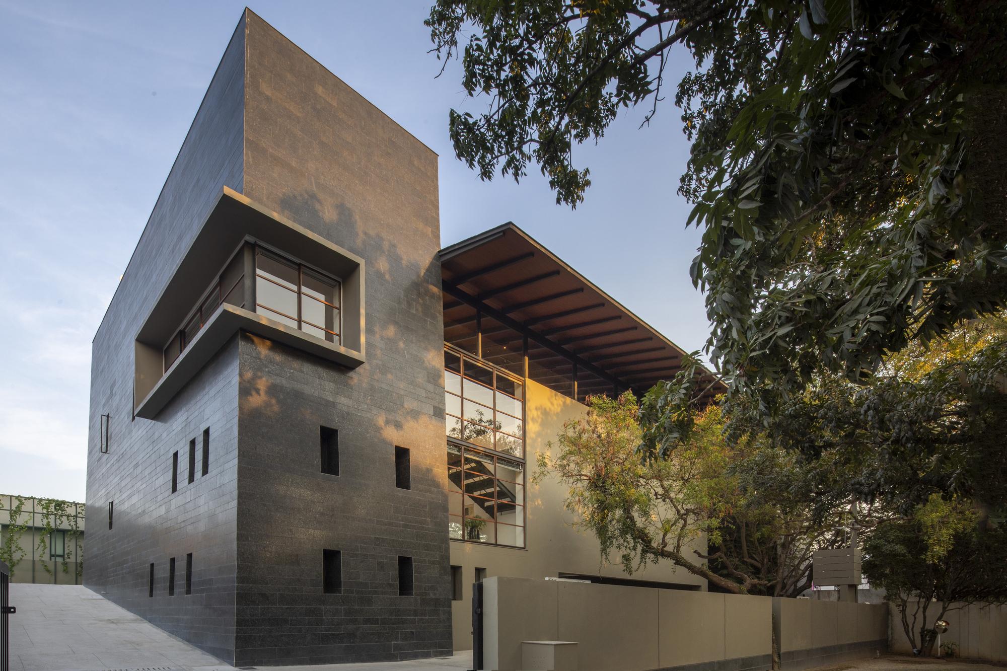 Black Bastion House / Spasm Design