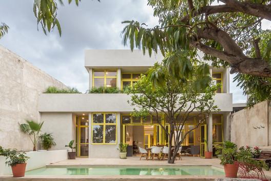 Casa Mango / Estudio Santa Rita