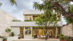 Mango House / Estudio Santa Rita