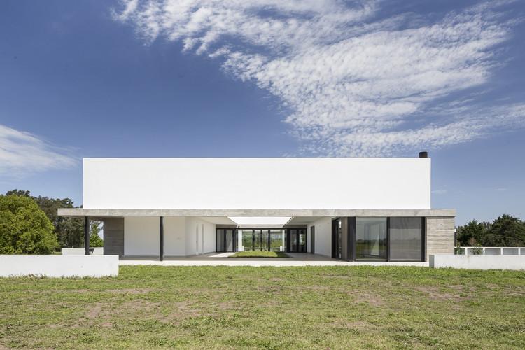 Casa en Perdices / TACADI - Taller Contemporáneo de Arquitectura y Diseño Industrial, © Fernando Schapochnik