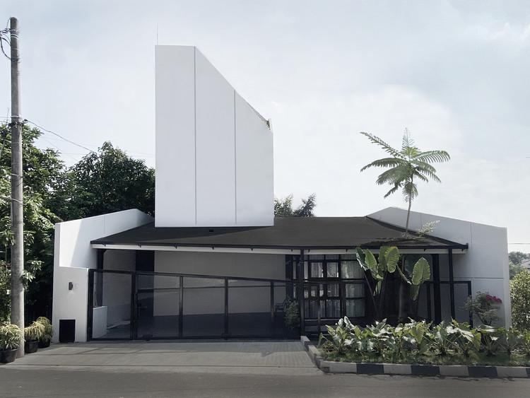 Vinyasa House / Aaksen Responsible Aarchitecture, © Azzahra Dartaman