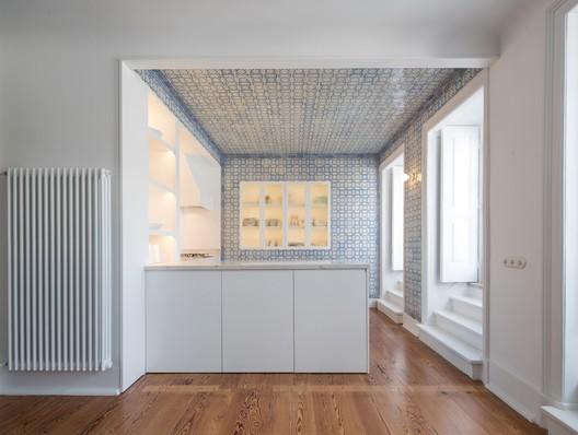Borges Carneiro Apartment / José Adrião Arquitetos
