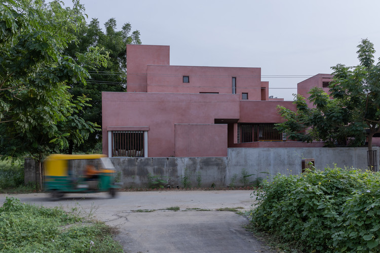 KĀ House / Vastu Shilpa Consultants, © Karan Gajjar / The Space Tracing Company