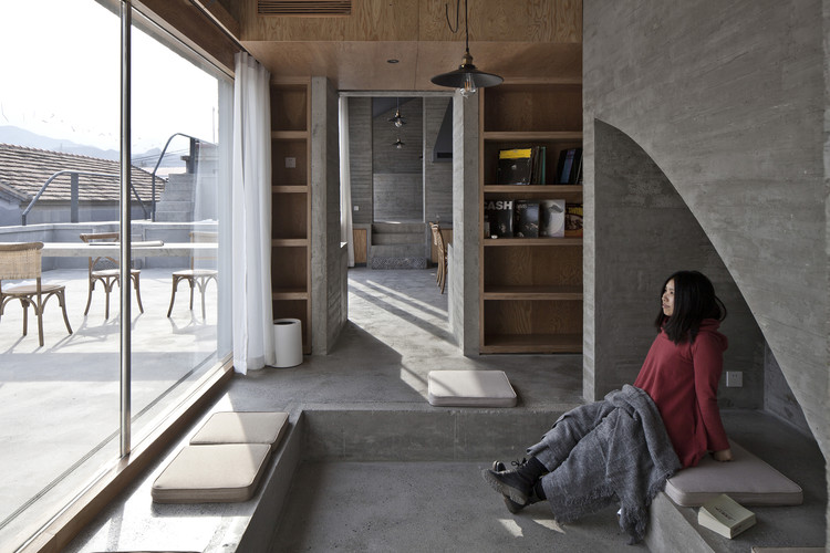 House of Steps / Chaoffice, Sitting room. Image © Zhi Cheng