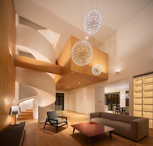 Hangzhou Spiral Villa / Tsutsumi and Associates
