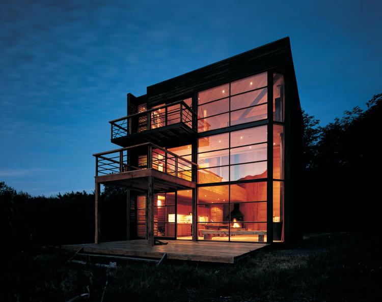 Casa Taller Cubo / Cazú Zegers, © Guy Wenborne