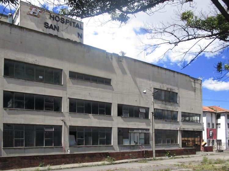 Se firma el acta de inicio para la obra de renovación del Hospital Santa Clara en Bogotá, © Felipe Restrepo Acosta [Wikipedia] Bajo licencia [CC BY-SA 4.0]