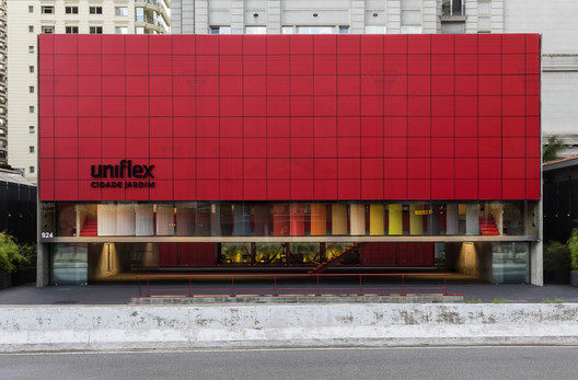 Loja Uniflex Cidade Jardim / Estudio Tupi