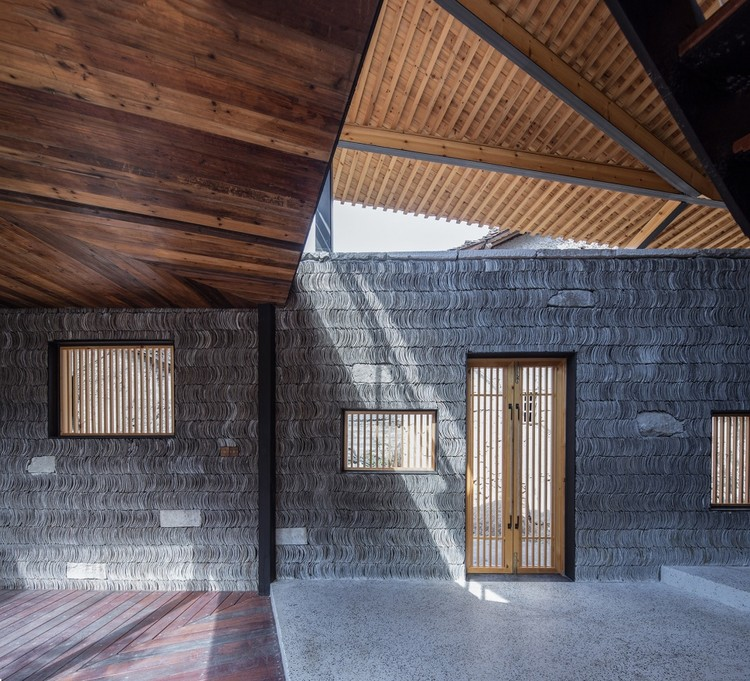 The Contemporary Remodelling of Traditional Materials in Chinese Vernacular Architecture, Qingxiao Residence / Shulin Architectural Design. Image Courtesy of Yilong Zhao