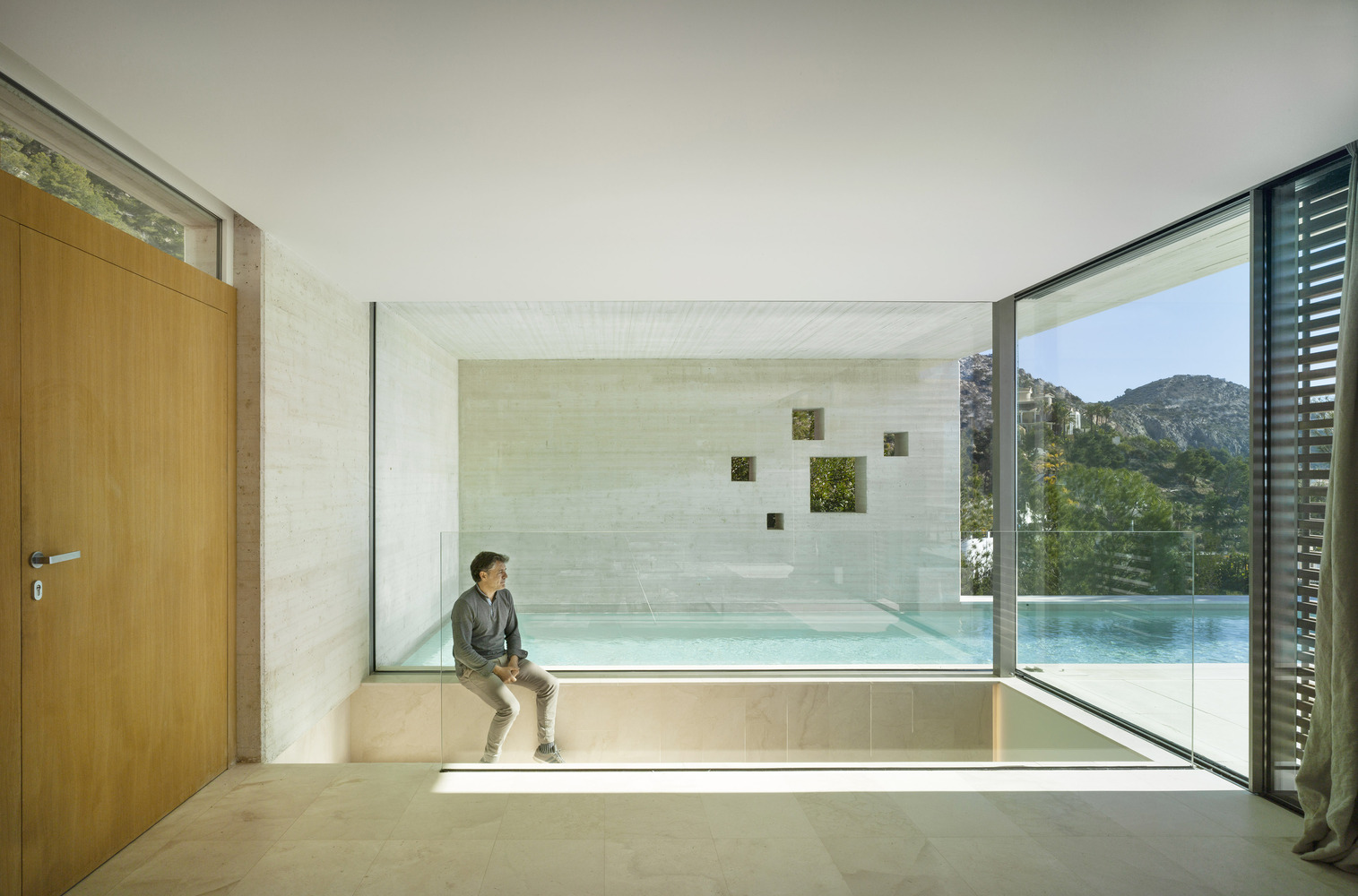 Cantilevered House / eneseis Arquitectura