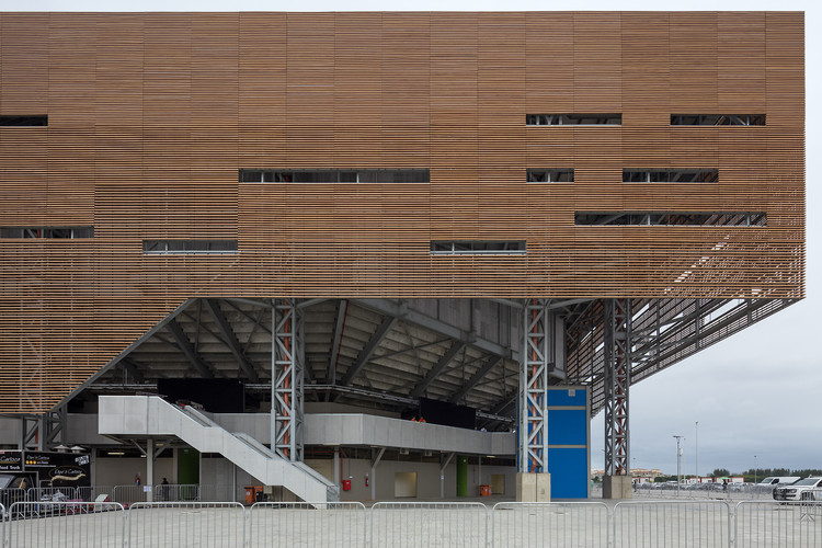 Rio 2016 Olympic Handball Arena by OA | Oficina de Arquitetos, Lopes Santos, Ferreira Gomes Arquitetos was deigned to reuse the modular structures in order to build four schools in the city of Rio de Janeiro. Image © Leonardo Finotti