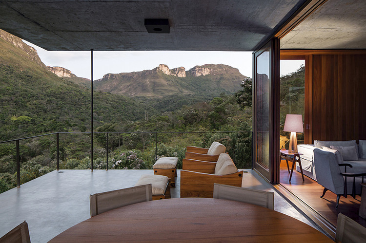Brazilian Houses: 12 Homes With Cable Structures, Do Bomba House / Sotero Arquitetos. Image: © Leonardo Finotti