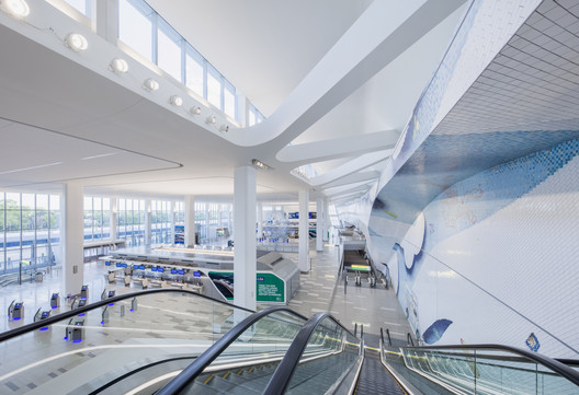 LaGuardia Terminal B Arrivals and Departures Hall / HOK