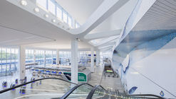 LaGuardia Terminal B Arrivals and Departures Hall / HOK