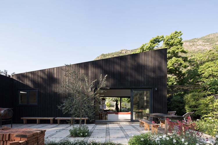 El Arrayan House / Oficina Bravo, © Nico Saieh
