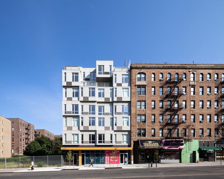 The Stack Modular Housing in Manhattan / Gluck+, © Amy Barkow