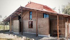 Casa experimental de Tapial / Estudio de Arquitectura y Planificación Kaiser