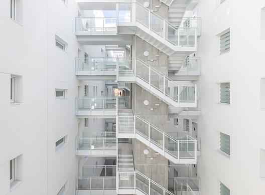 Adelfas Residential Building / Ruiz Larrea y Asociados