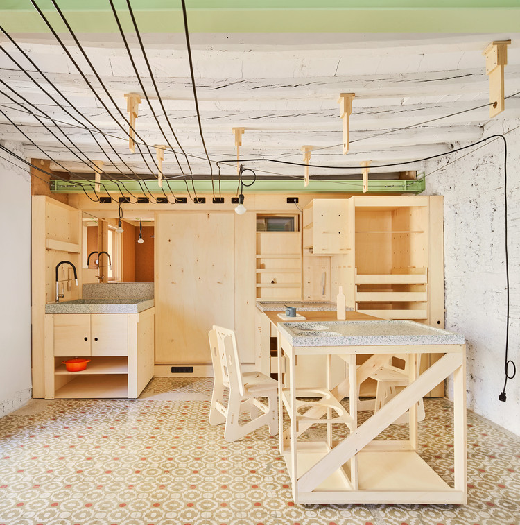 Almacén comunitario y vivienda para viajeros Alfondac /  Aixopluc, © José Hevia