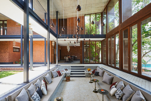 House of Multiple Courts / Sameep Padora & Associates
