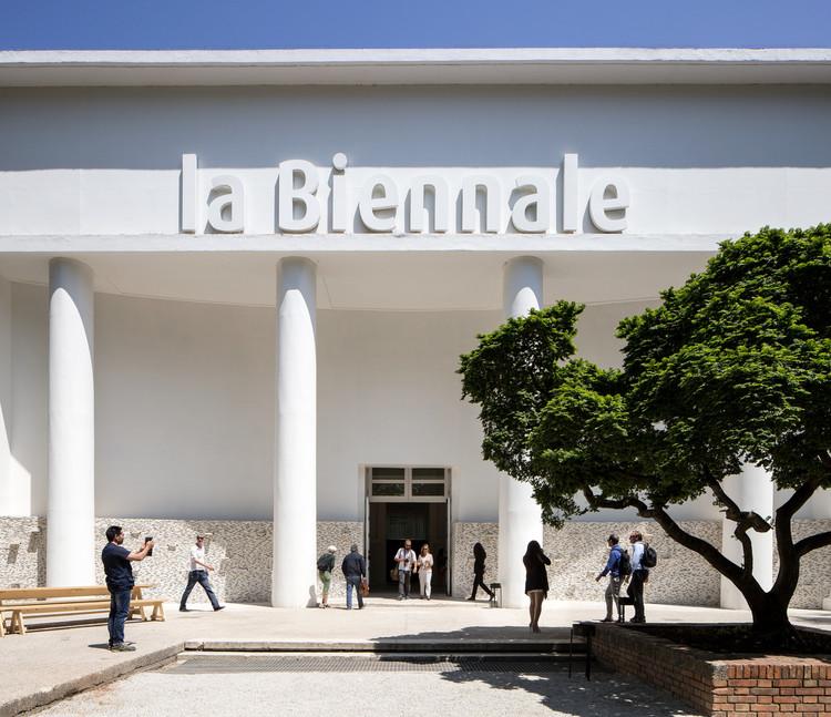 Bienal de Veneza transmite ao vivo exposição organizada por seus diretores artísticos, Padiglione Centrale Giardini. Photo by Francesco Galli. Image © La Biennale di Venezia