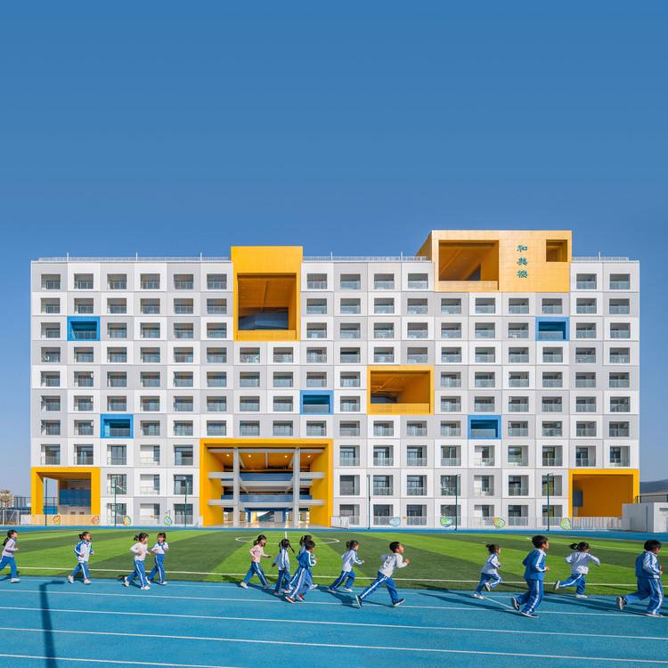 """How Can a Building Play a Pedagogical Role?"": In conversation with Crossboundaries , © WU Qingshan. Jinlong Prefab School Shenzhen, 2020, Shenzhen, China"